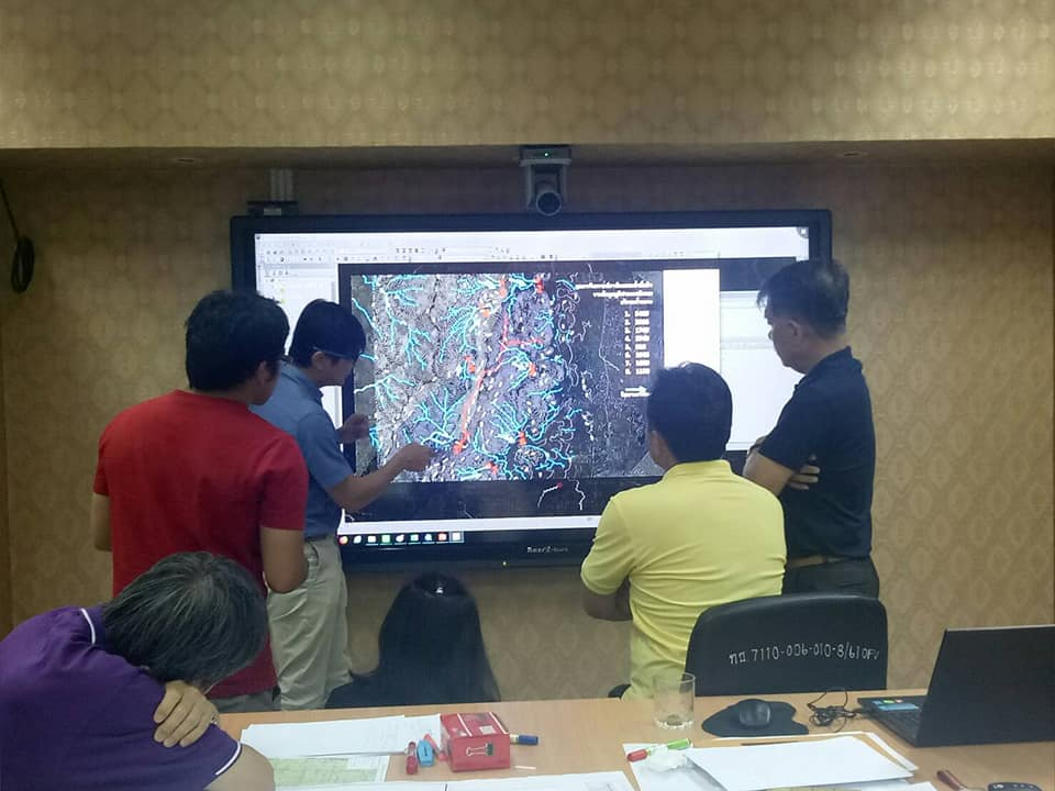 Fig. 1: The war room at the Geohazard Operation Center became the epicentre for map creation and map-based discussions.