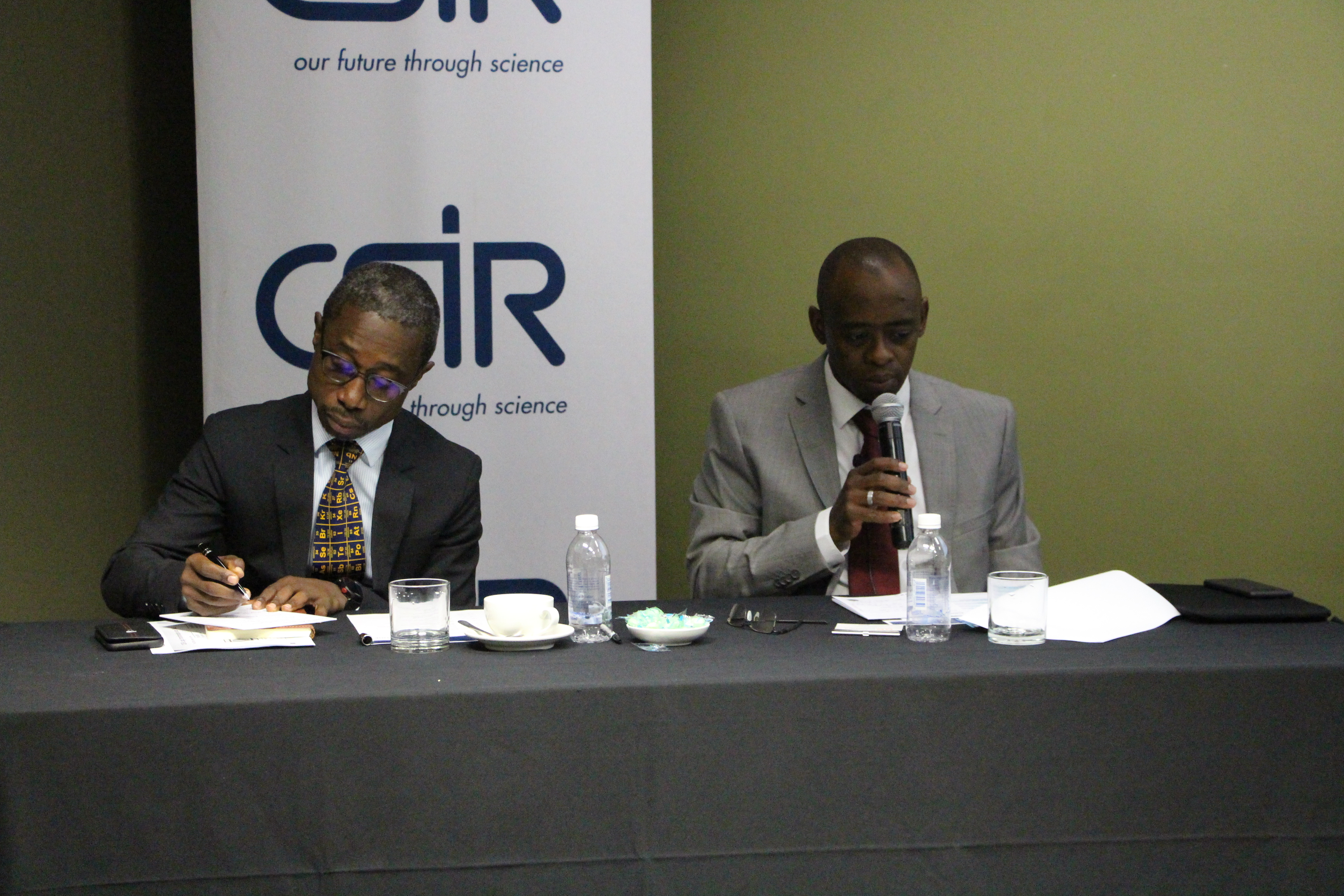 Prof. Thokozani Majozi (Chairperson of the CSIR Board) and Dr Thulani Dlamini (CSIR CEO) at the announcment of the organisation's new strategy.