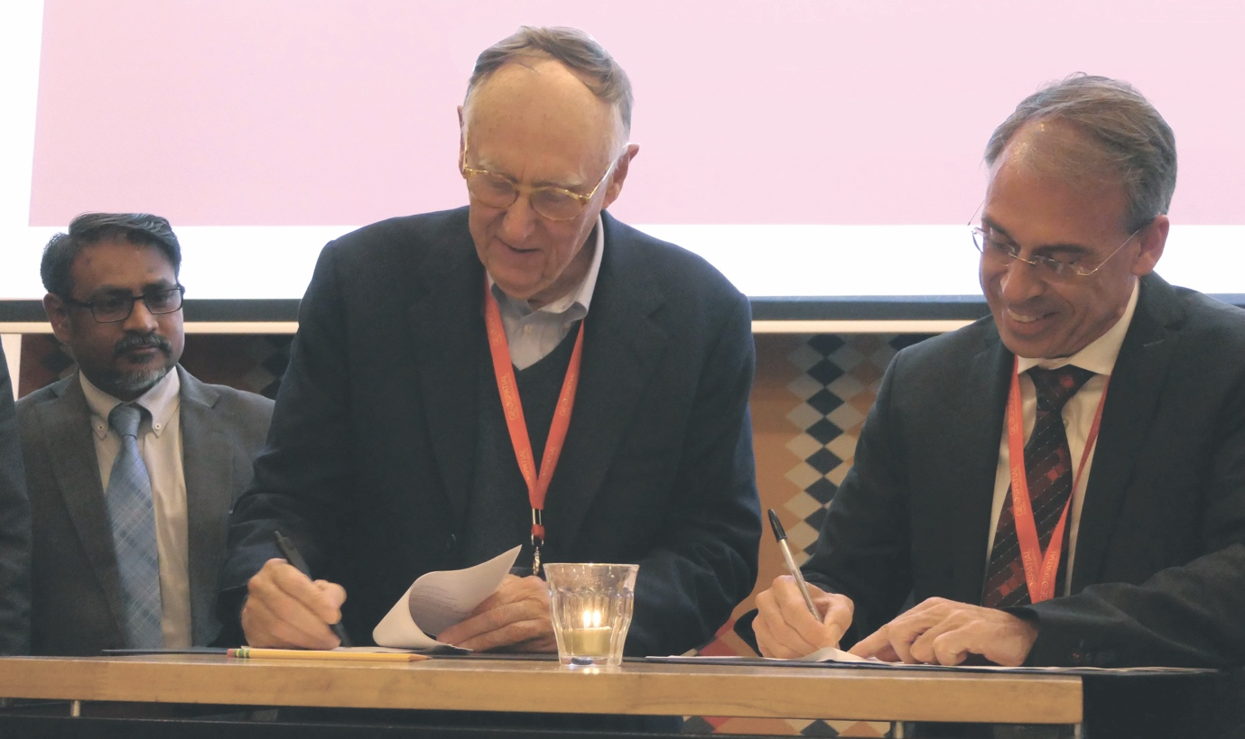 Stefan Schweinfest, UNSD (left) and WGIC's Dangermond (centre) and Sanjay Kumar (right) sign the partnership.