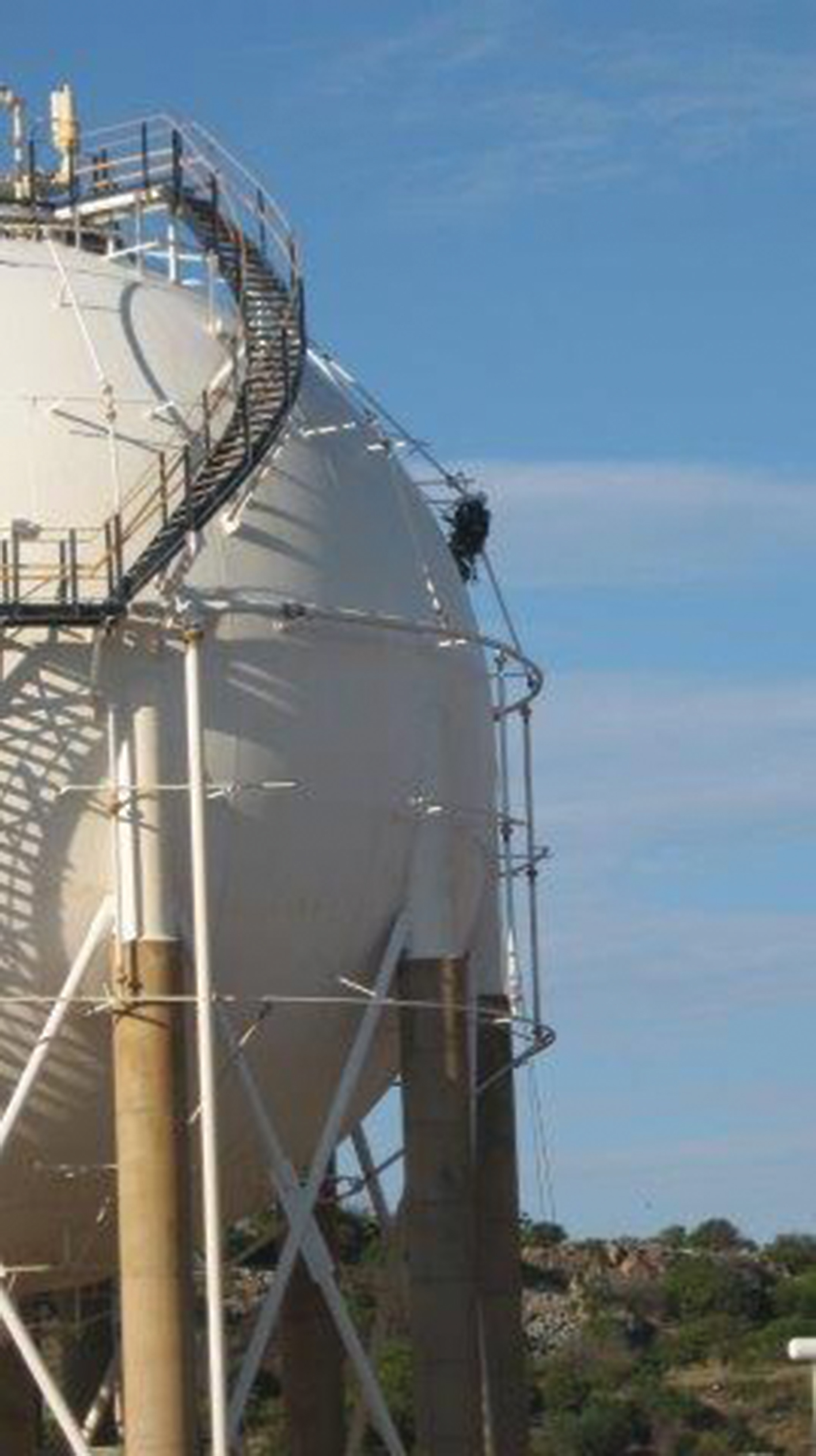 UHP cleaning of large petrochemical tank | Credible Carbon